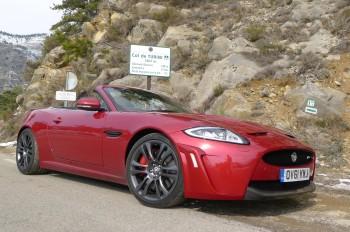 Jaguar XKR-S In den Bergen zu Hause