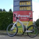 Smart E-Bike an der Zapfsäule