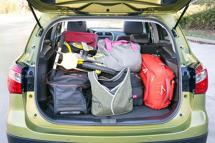 Suzuki SX4 S Cross Das Hoch Gefuhl Frau In Fahrt
